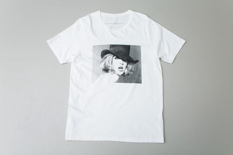 こちらもスティーロ企画のTシャツ。写真家はサム・ハスキンス氏