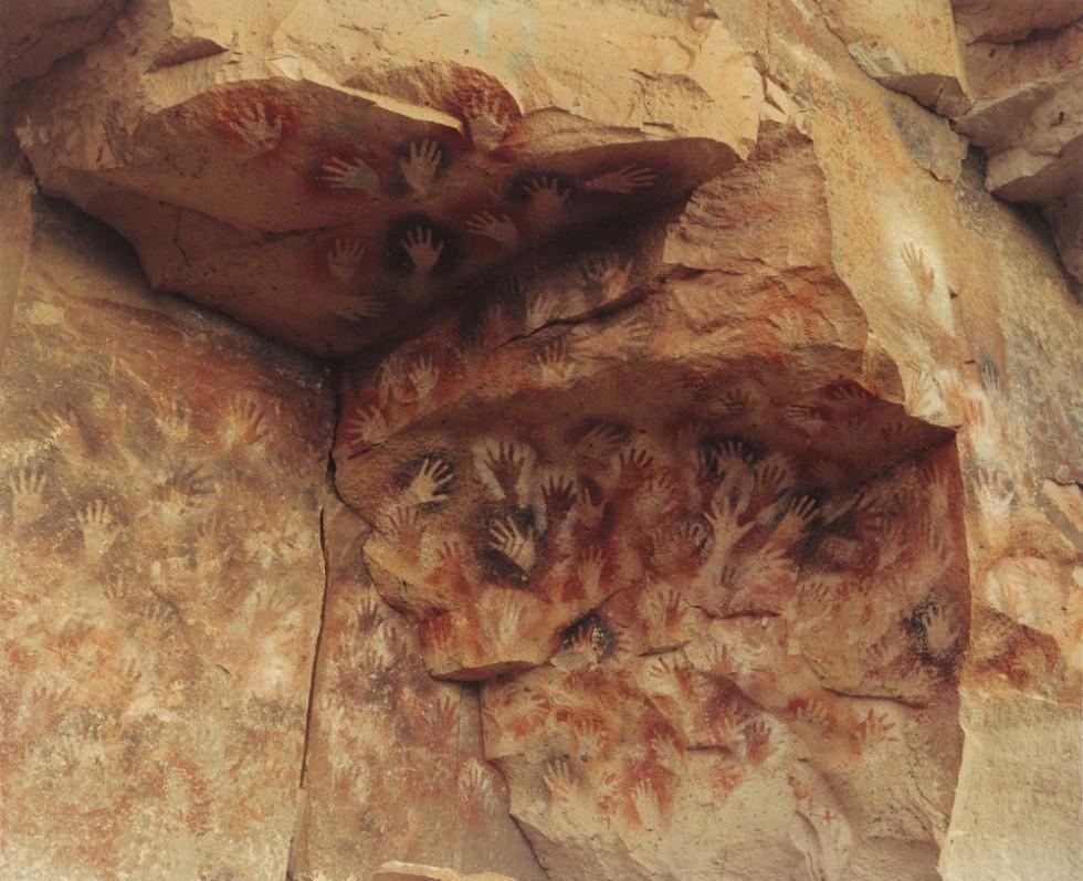 世界各地の洞窟壁画を通し、太古の人々の発想やその技法に思いを馳せる