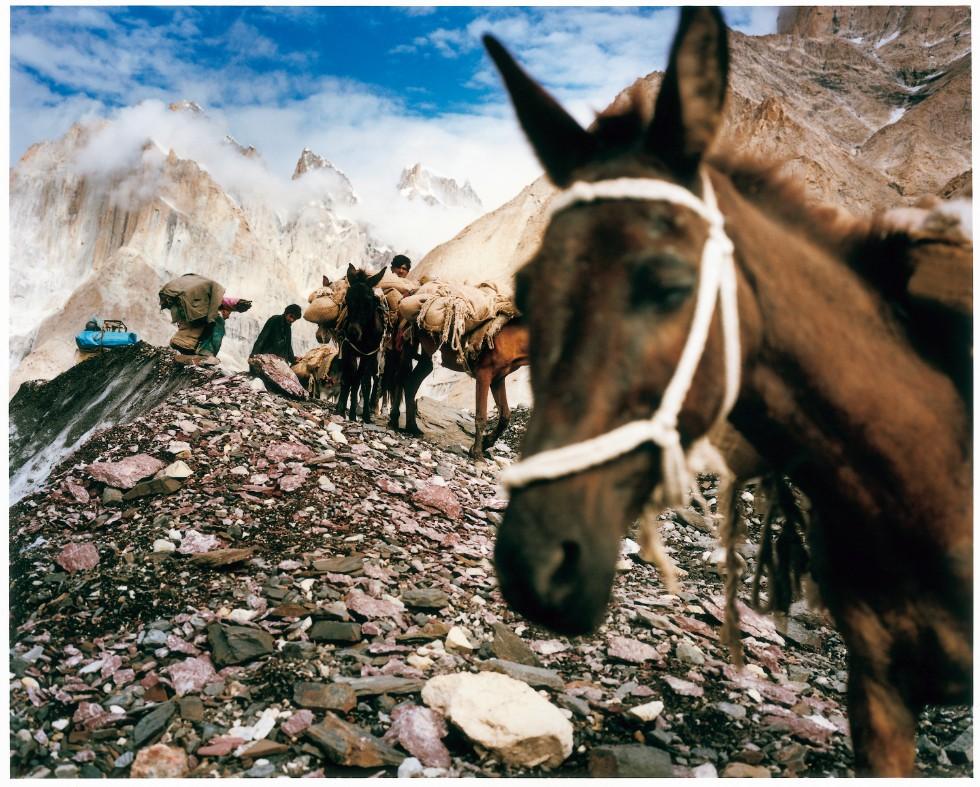 K2から約8km離れたブロードピークのベースキャンプに向かう、トレッキングルートにて
