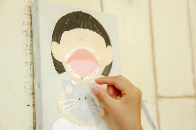 抜けた乳歯を差し込むことで、絵として飾りながら乳歯をとっておくことができるプロダクトです