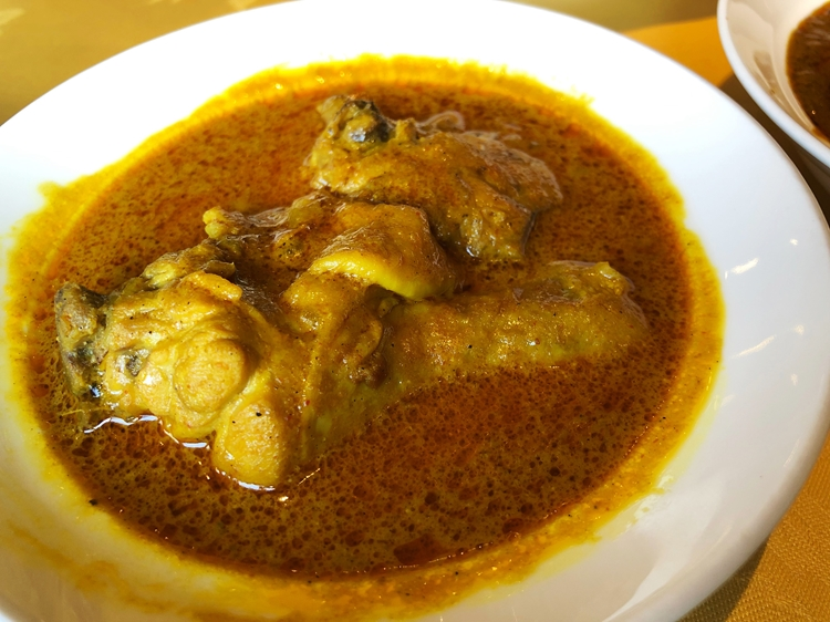 アジャンタの定番。変わらない伝統の味の「チキンカレー」
