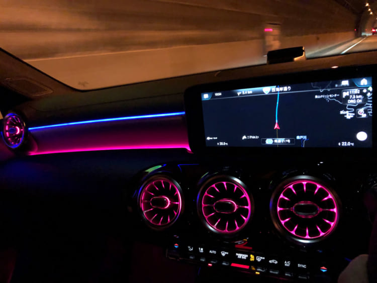 新型メルセデス・ベンツAクラス180、180スタイルの乗り心地を確かめる