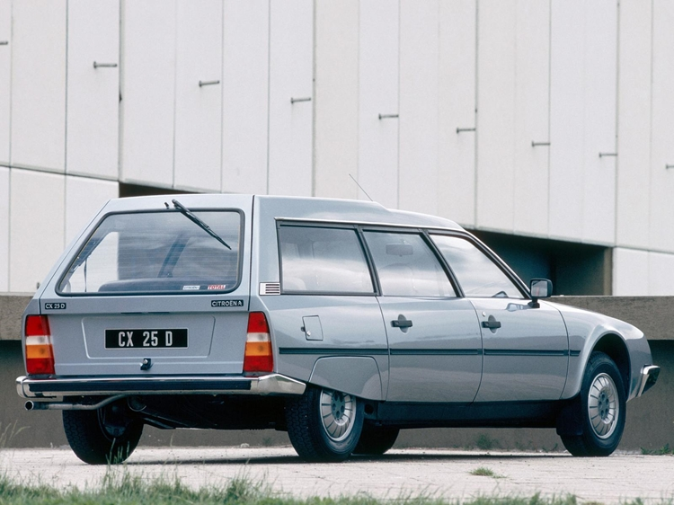 ブレックと呼ばれるステーションワゴンはルーフが一段高くなっているなど機能的なデザイン