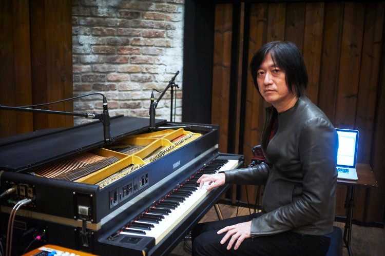 小林武史さんと愛用の電気ピアノ