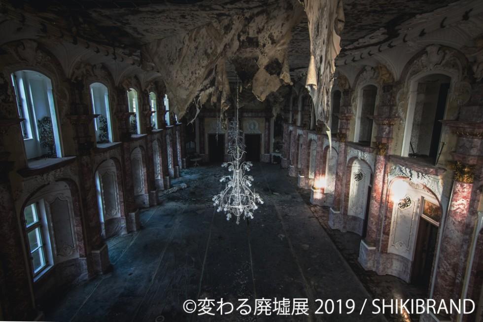 初めてのデートが廃虚のトンネルだったという「SHIKIBRAND」さんは、夫の「hirade」さんと共に多くの場所を訪れている