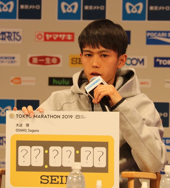 東京マラソン2019の事前会見で目標タイムを出す大迫傑選手