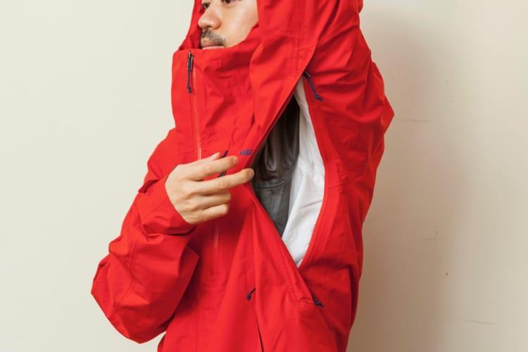 脇下にはダブルジップ仕様のピットジッパーを装備。ジャケット内にこもった熱を一気に放出できる