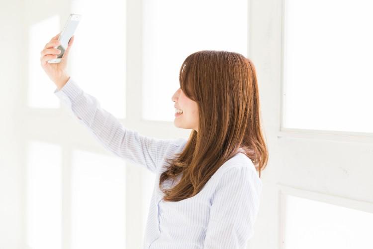 自撮りを美しく撮れることを多くのユーザーが求めている!? (gettyimages)