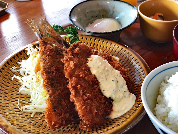 肉厚のアジがおいしい定番ランチの「長崎定食 松浦港のアジフライ」