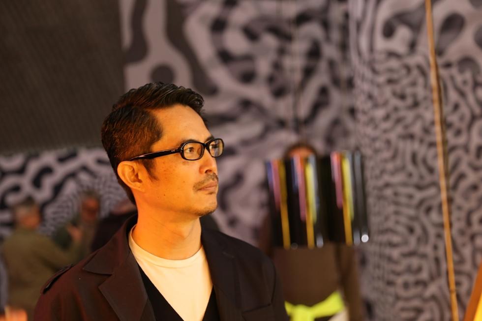 DNPのために電子ペーパーのインスタレーションを手がけた建築事務所NOIZの豊田啓介氏