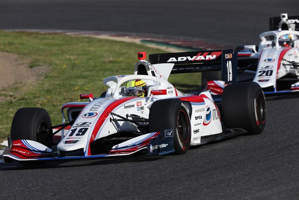 全日本スーパーフォーミュラ選手権が開幕、ギャラリーで特集 レースは荒れ模様