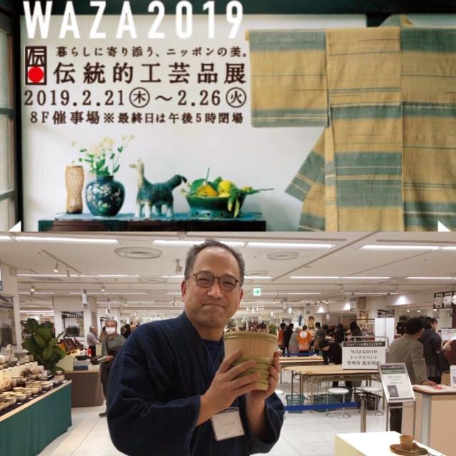 伝統的工芸品展に2月に行ってきました。伝統を背負い、産地を背負い、そして、時間を惜しまず、もしかしたら、出店先のブランド性にもこだわることなく、広く、手仕事を伝えようという努力には本当に頭が下がります。応援するつもりでみんなで行きたい。写真は京都の「桶屋近藤」さん
