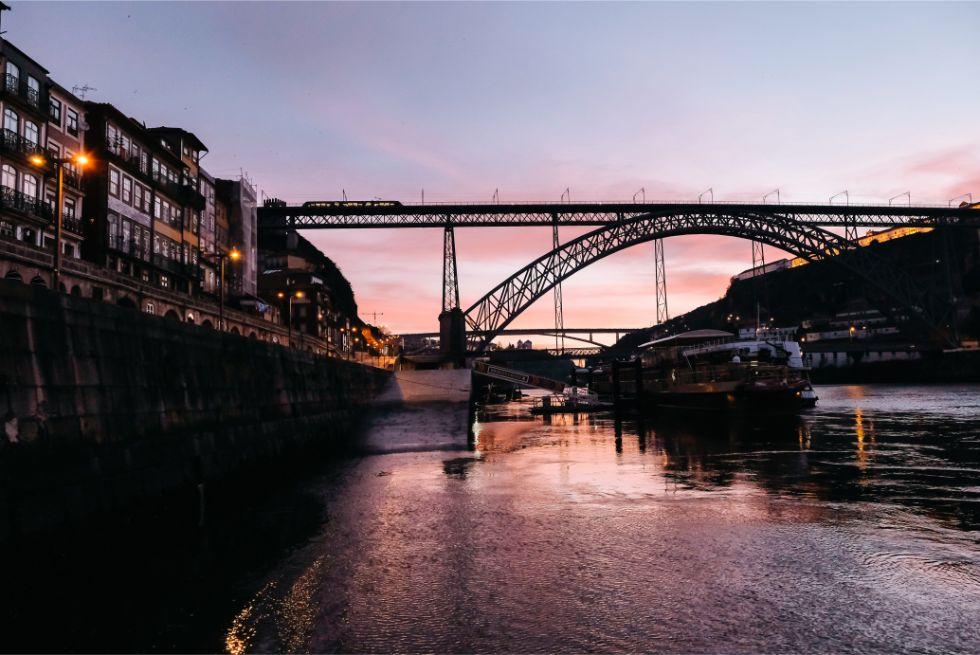 大西洋に沈む最高の夕陽とジブリ作品のような街並み 写欲をくすぐるポルトガルの旅