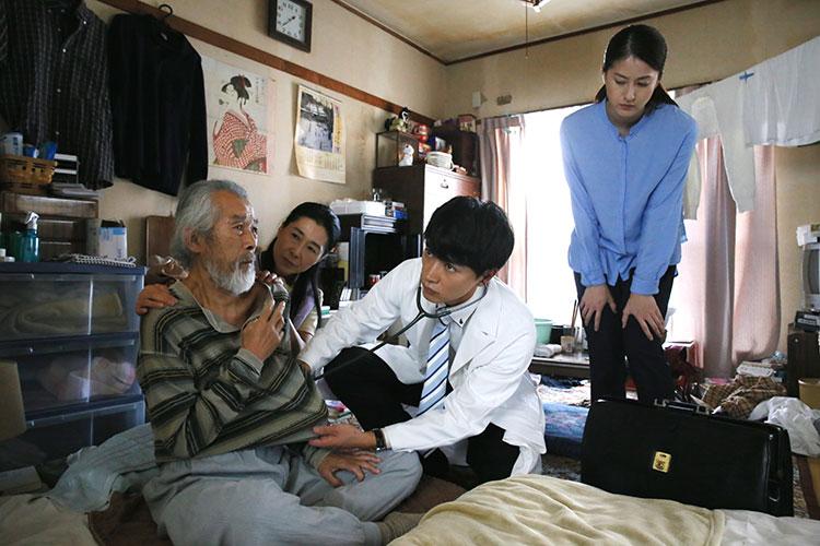 役のオファーをもらった時、広島にいた細田さん。「台本を読んで、すごく感動したし、在宅医療についてとても勉強になりました」/写真は映画『ピア~まちをつなぐもの~』より(C)2019「ピア」製作委員会