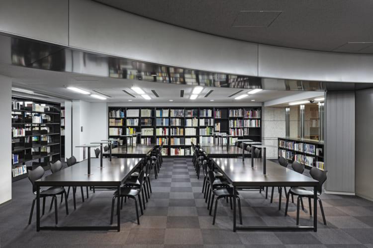 美術図書室 Photo: Kenta Hasegawa