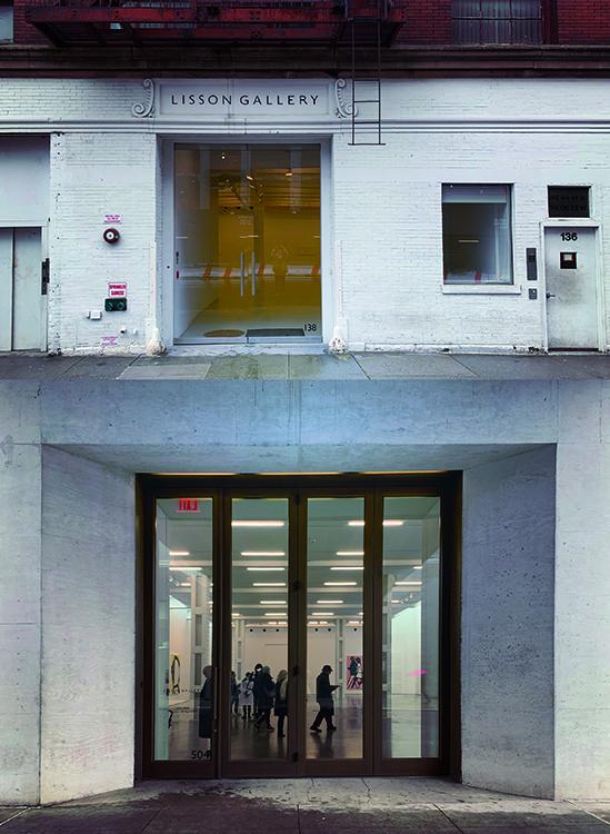 リッソン・ギャラリーの入り口 写真上:10番街沿いのギャラリー 写真下:24stのギャラリー