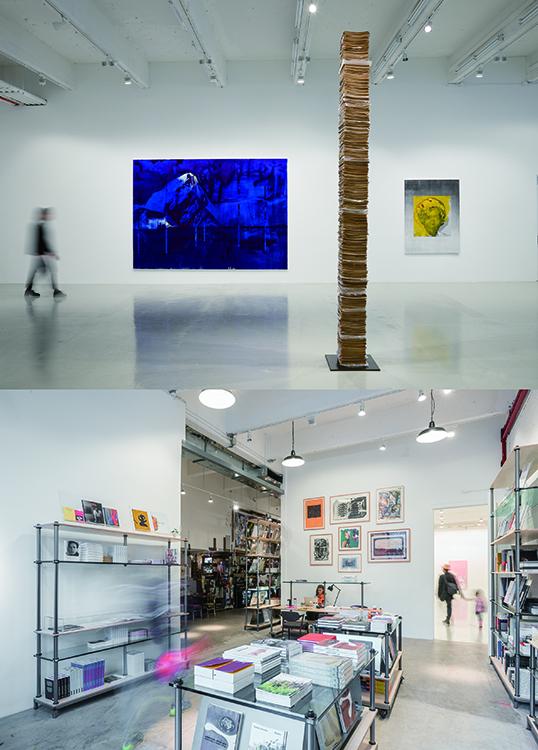 写真上:ギャラリースペースでのローナ・シンプソンの「ダークニング」展風景/© Hauser & Wirth   写真下:本屋とバー、レストランスペースの入り口。建物内では双方が繋がっている/© Hauser & Wirth  Hauser & Wirth Publishers Bookshop, Hauser & Wirth New York, 22nd Street  Photo: Timothy Schenck