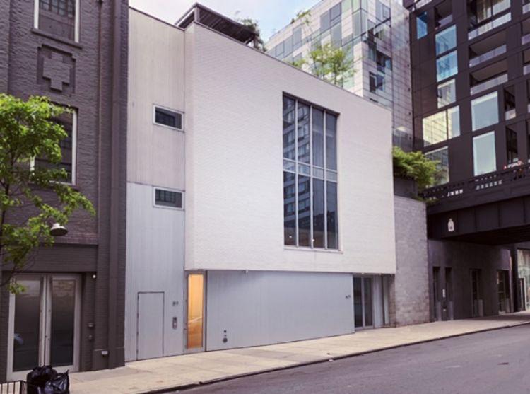 マリアンヌ・ボエスキー・ギャラリーの入り口。チェルシーでは中央の建物とそれに付随したハイライン下のスペースの2カ所のスペースを運営する