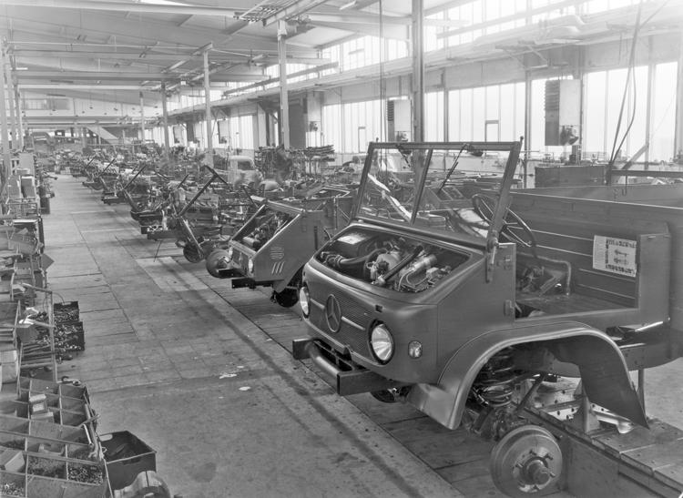 1950年代にウニモグの生産はダイムラー・ベンツの工場で行われるようになりスリーポインテッドスターがフロントについた
