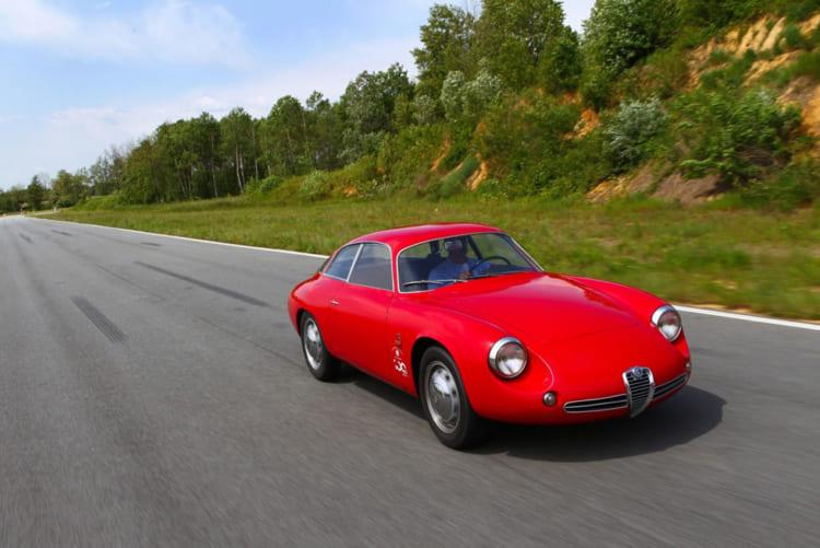 700キロ台の車体に100馬力という当時としては驚異的なパワーの1.3リッターDOHCエンジン搭載