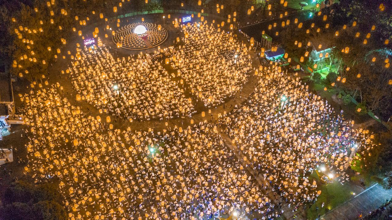 野見山さんが生まれ育ったチェンマイで行われた祭りをドローンで空撮