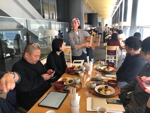 渋谷ヒカリエ8階にある僕の店「d47食堂」の接客。食材をつくる農家などの思いをリアルタイムで伝える。週末は混みますが、ぜひ!