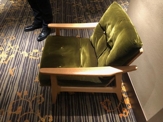 広島市の八丁堀にある映画館「八丁座」で使用されている、同じく広島県を代表する木工家具会社「マルニ木工」の椅子。両社は協力をし合って、県民に映画を楽しむ場所を提供している