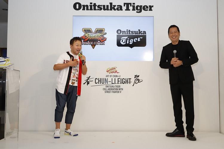 カプコン執行役員の小野義徳さん(左)とアシックス取締役の庄田良二さん(右)