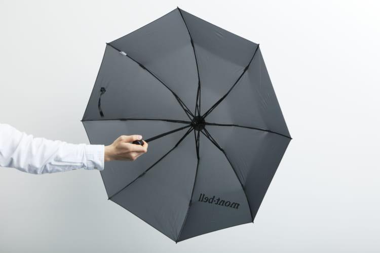 モンベルの折りたたみ傘「トレッキングアンブレラ」の進化形 わずか128g!