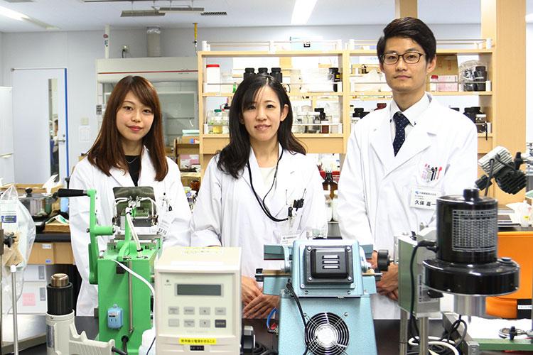 右から久保嘉一さん、恒松希さん、東浦千夏さん