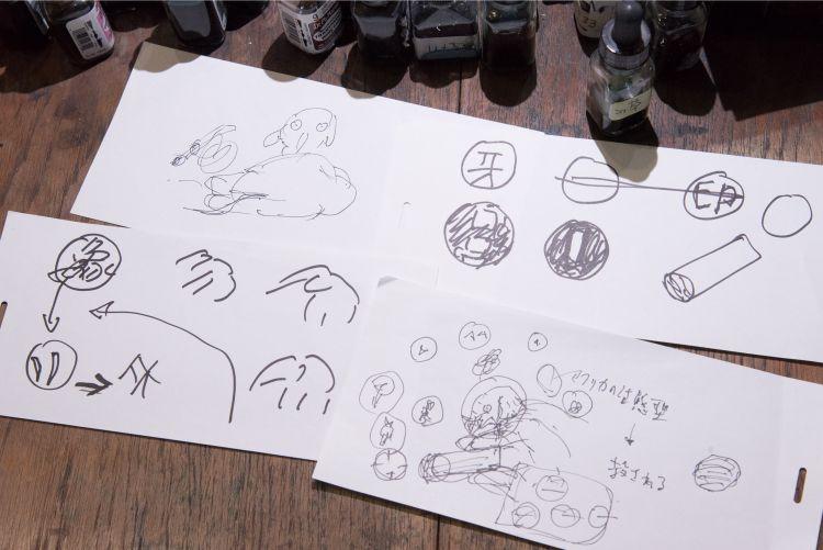 初期段階のラフ画、思いついたアイデアを描き起こしていく(撮影=山田敦士)