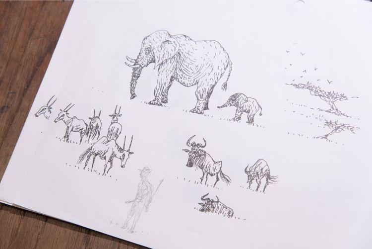 細部まで描きこまれた動物たちと、密猟者のスケッチ(撮影=山田敦士)