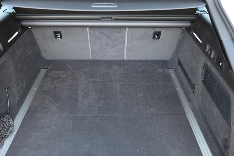 アバントの荷室容量は565リッター
