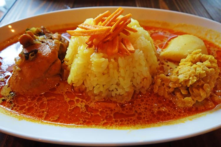 スープ状のスパイシーなルーがスリランカカレーの特徴