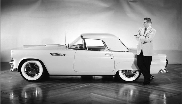 ラグジュアリーなパーソナルカーという分野を開拓した初代サンダーバード