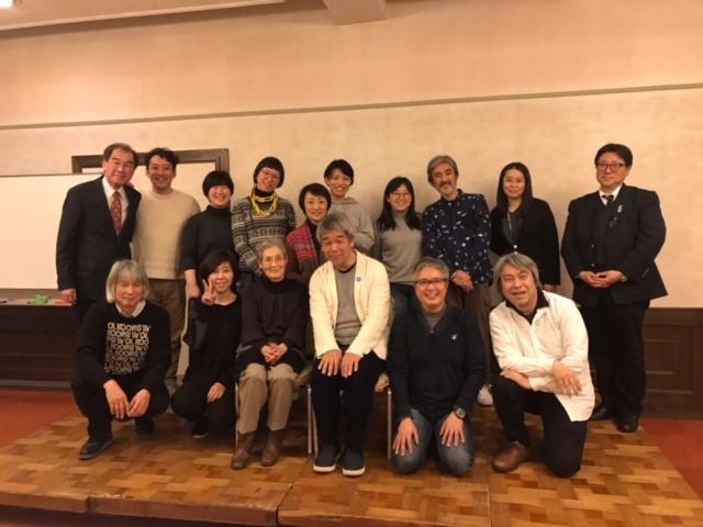 ぼくが主宰する日本フィルハーモニー交響楽団の応援団「d日本フィルの会」が福岡県大牟田市の同じような仲間を応援しに行った時の様子。仲間がいると、そこに集うテーマに深みが増す。そして、楽しさが生まれる。仲間が集まらないようなコトやモノには、やはりどこか不自然さがある