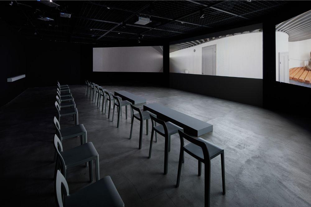 4Fの映画館では、6作品を上映。3面のシアターは、まるで建物の中にいるかのような臨場感を与えてくれる