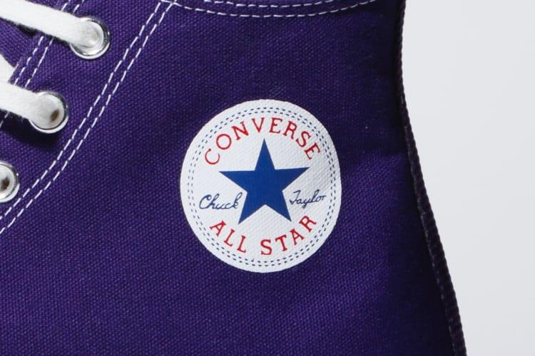 現行モデルと同じく足首の保護のために圧着された円形のパネルには「CONVERSE ALL STAR(コンバースオールスター)」「Chuck Taylor(チャック テイラー)」のロゴが入る