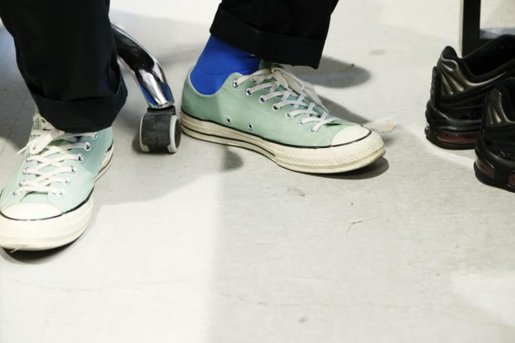 取材当日も大草さんはエメラルドグリーンの「CTAS 70's」を着用していた