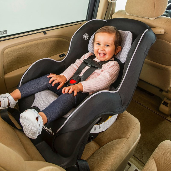 子どもの安全を考えて選びたい、キャンピングカーのチャイルドシート