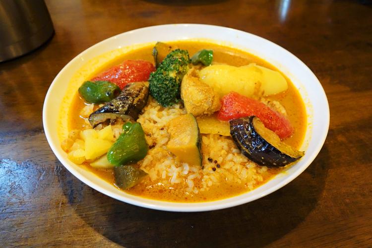 爽やかな辛さと野菜のうまみが魅力の「野菜カレー」