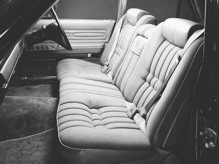 73年型のセミセパレートシート(米国車っぽい)