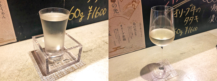 「そそそ」はドリンクメニューも豊富で、どれもそうめんによく合う。おすすめ商品はあるものの、私の好みに合わせて「飲みやすくて人気」とおすすめいただいたのは、新潟県の日本酒「無想心静(700円)」(写真左)さわやかなアルゼンチンのオーガニック白ワイン「CUMA(クマ)(650円)」もスッキリしていておいしい(写真右)