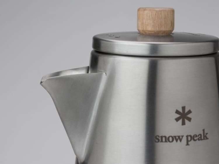 先端を落とすことで、お湯が細く、真下に向かって注げるようになっている。容量は1リットルで、直火にかけることも可能