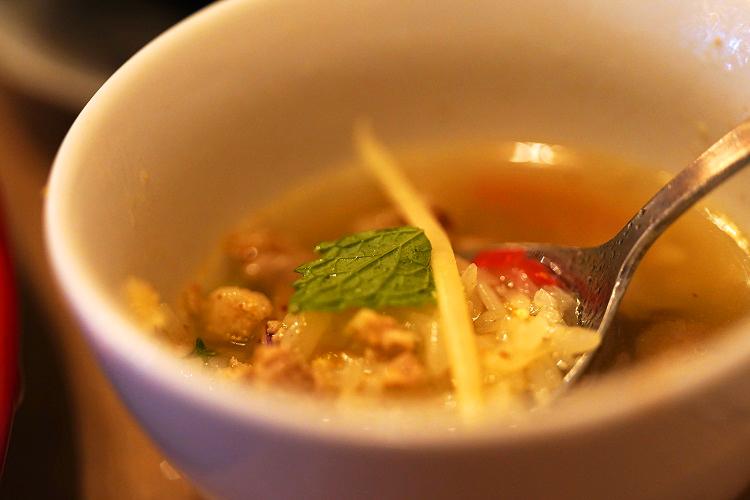 暑い日に無性に食べたくなるタイ料理 幸福な辛さを味わえる「ソムタムダー東京」(代々木)
