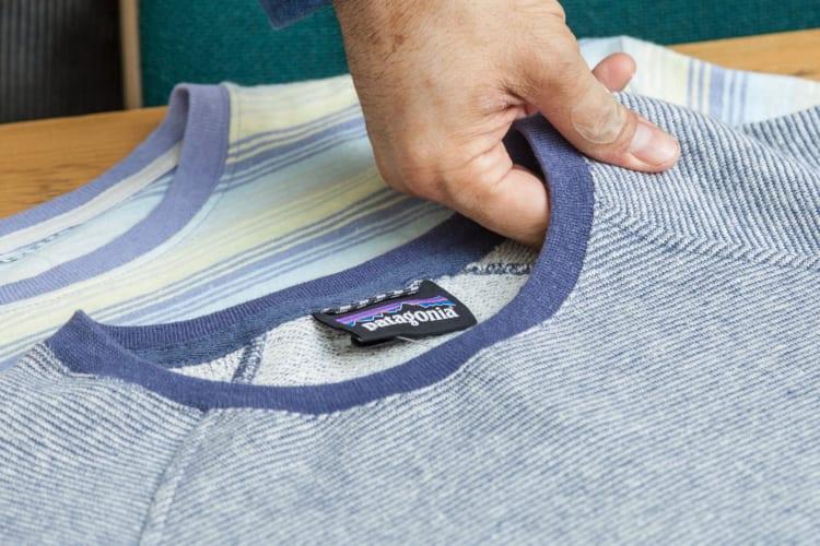 薄手で吸汗性の高い「フレンチテリー」と呼ばれる編み地を採用しており、肌に直接当たる裏側がパイル地となっているため肌触りが良い