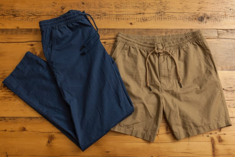 ショートパンツの丈は7インチ(※17.78センチ)。ロングパンツのシルエットはヒップと腿はほどよいフィットで膝から下はストレート