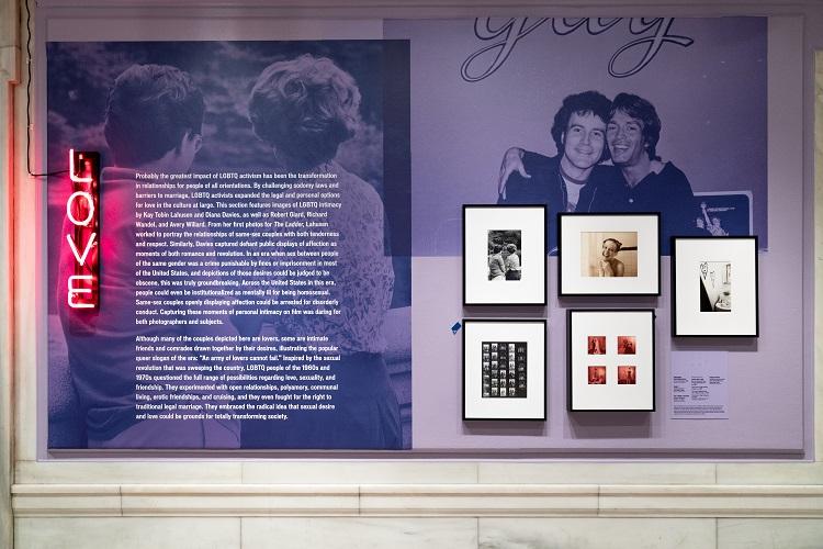 """壁面にはテーマ別に当時の資料が並んでいた/""""Love & Resistance: Stonewall 50,"""" an exhibition at the New York Public Library. NYPL"""