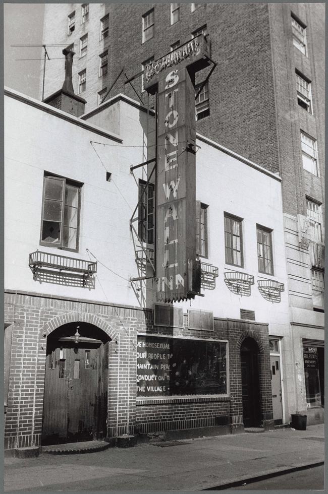 1969年のSW・イン。Photo by Diana Davies, Stonewall Inn, 1969 / New York Public Library, Manuscripts and Archives Division