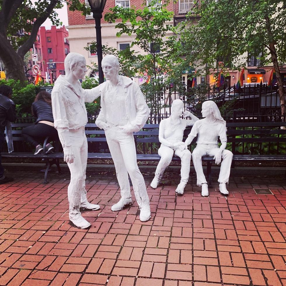 ストーンウォール国立記念碑にある現代美術家ジョージ・シーガルのLGBTQIA+をたたえる彫刻作品